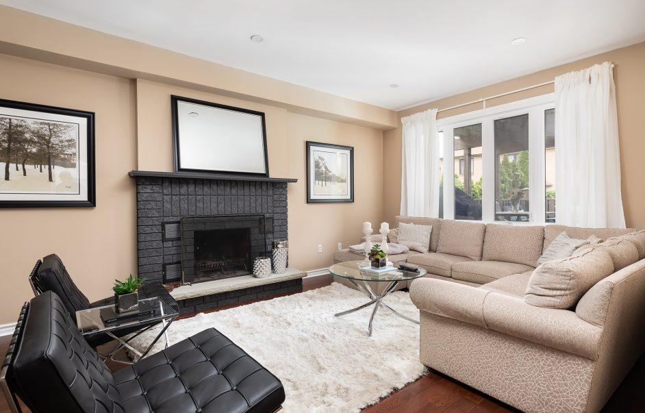 98 Markwood Lane - Lounge and TV