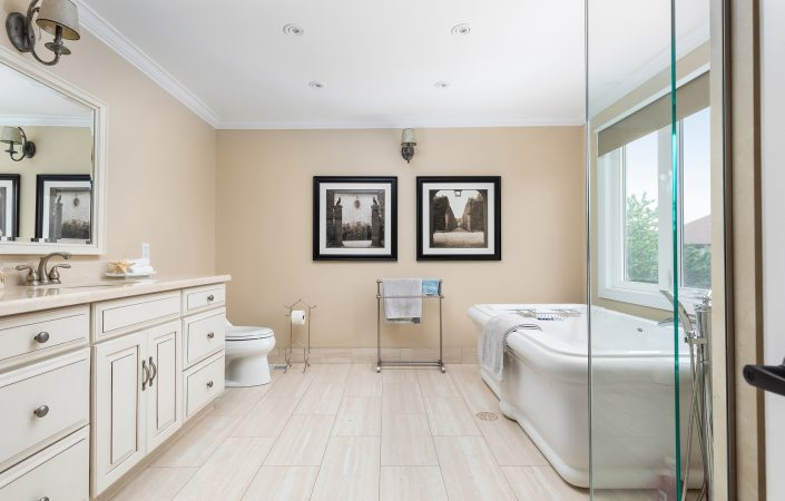 98 Markwood Lane - Ensuite Bath